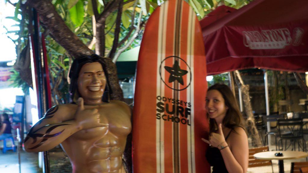 victoria avec statue surfeur