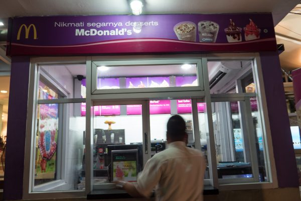 STAND GLACES MACDO