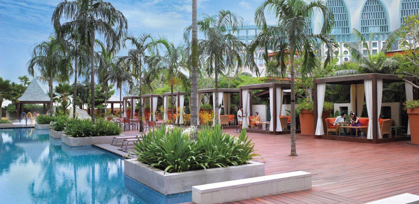 Resorts World Sentosa – Festive Hotel