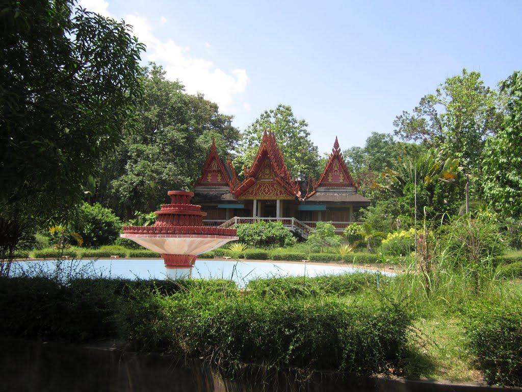Wat Phu Khao Kaew